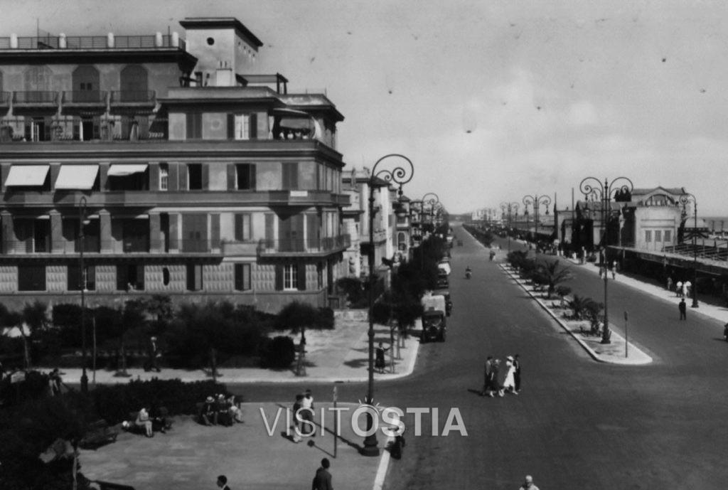 """VisitOstia - Palazzo """"il Pappagallo"""", l'angolo tra Piazza Anco Marzio e il Lungomare (anni '30)"""
