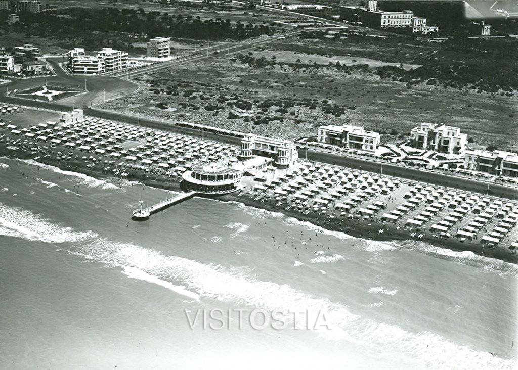 "VisitOstia - stabilimento balneare ""Plinius"" e palazzine INCIS, veduta aerea (anni '30)"