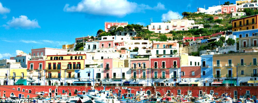 """The blue of the """"sea of Rome"""": one day at the Pontine Islands"""